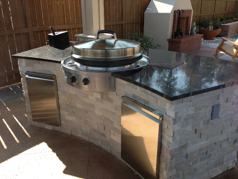 Small kitchens bbq islands fireside outdoor kitchens for Kitchens for small kitchens