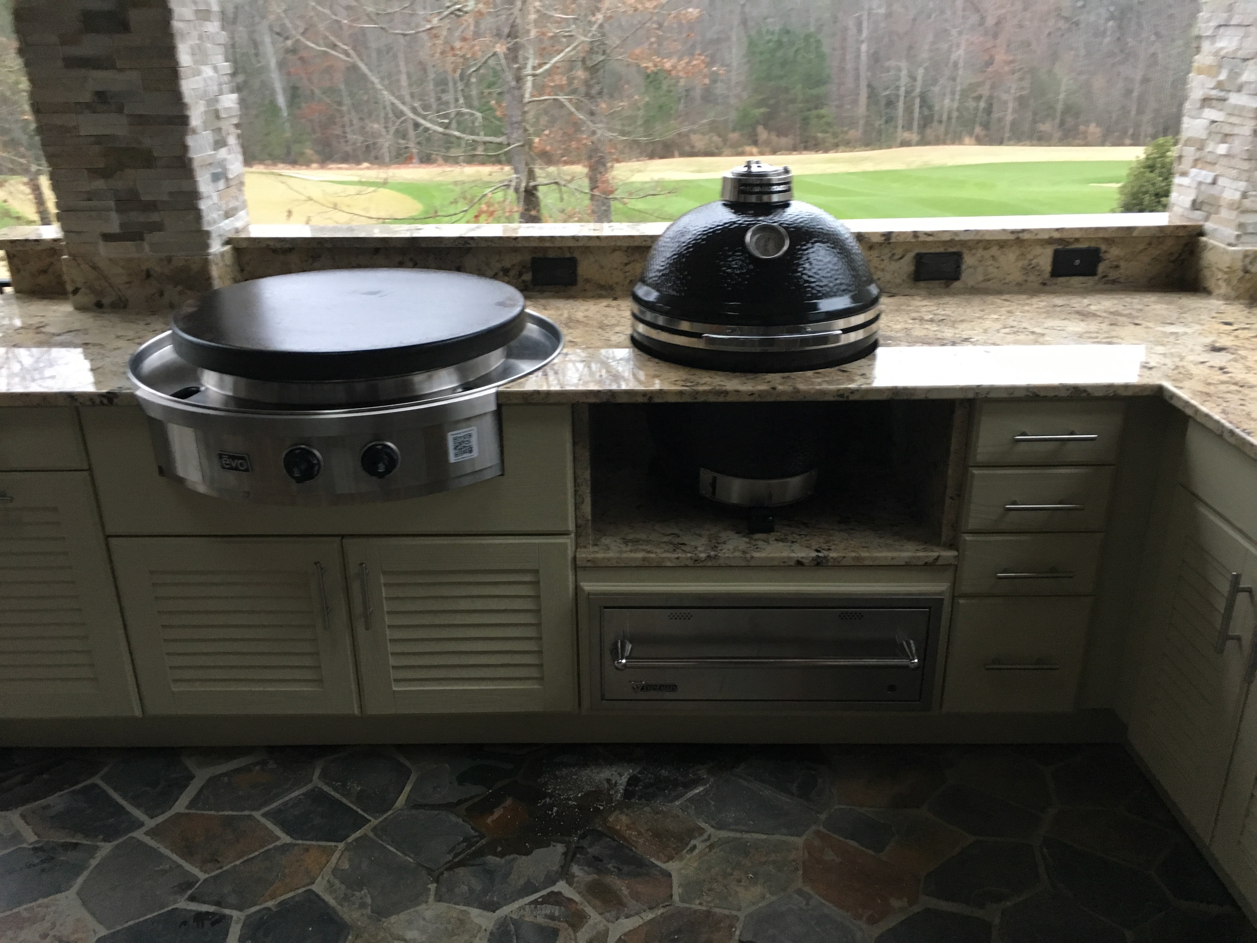 EVO in Naturekast with Kamado Joe front