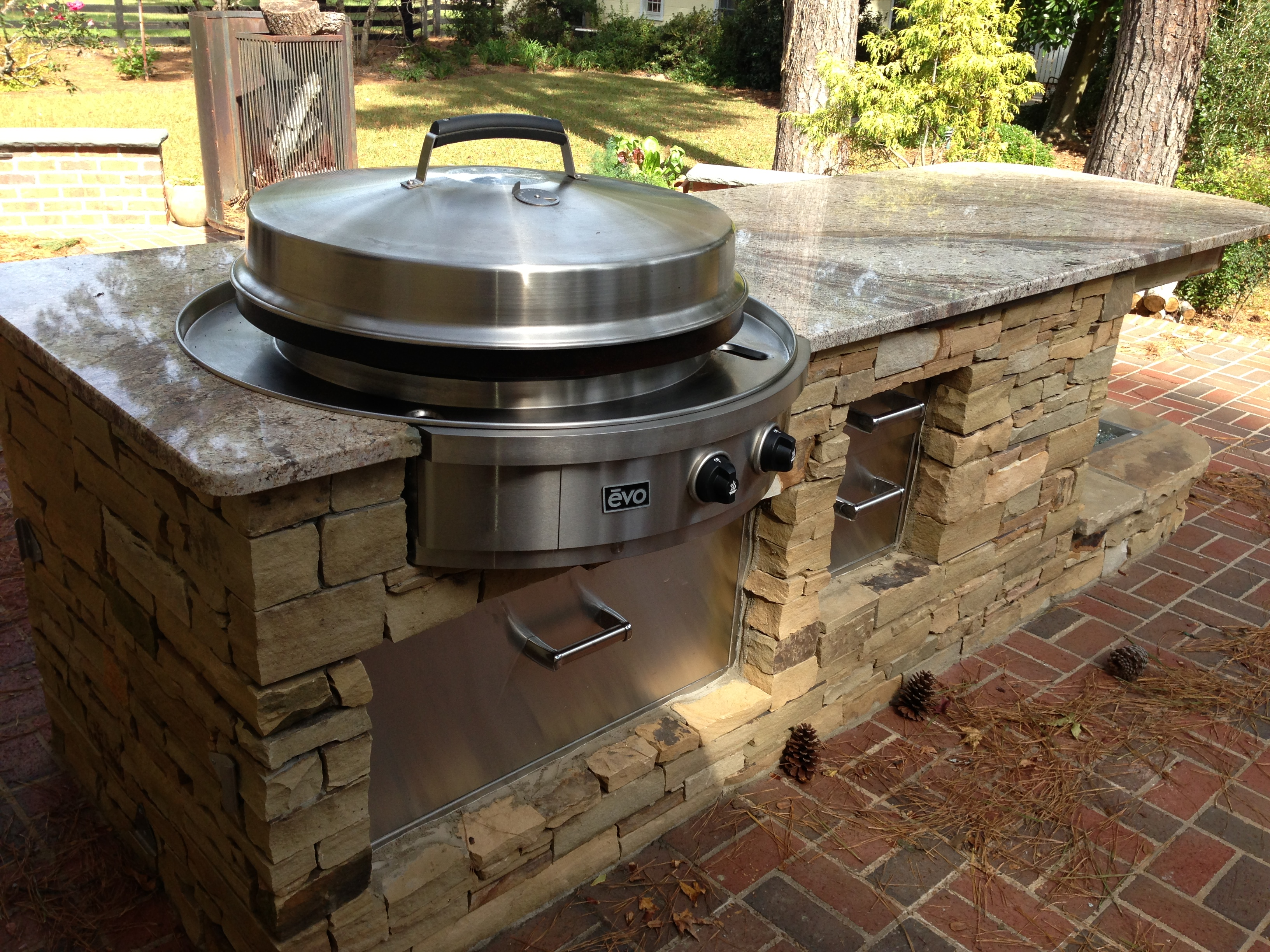 Small kitchens bbq islands fireside outdoor kitchens for Outdoor kitchen barbecue grills